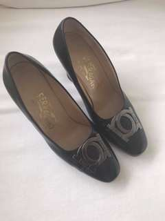 excellent condition ferragamo vintage pumps - 5.5 - fits 5.5-6