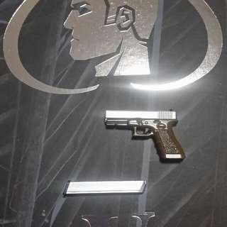 1/6 Pistol with magazine