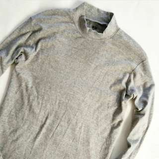 Turtle Neck Uniqlo Abu muda SIZE L