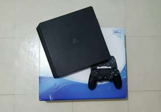 Ps4 slim free headset and 1 game