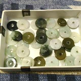 🚚 緬甸玉翡翠片,四十多個,有白翡,蜜糖,綠翡,白底青等等,隨便賣,可自行創作喔!