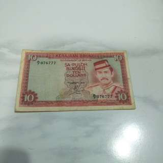 Brunei  old $10 notes A/7 076777