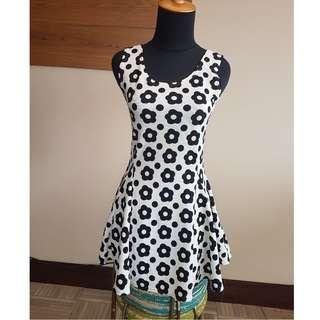 Black Daisy Mini Fit Body Dress