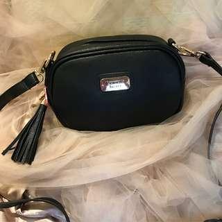 VICRORIA SECRET SLING BAG