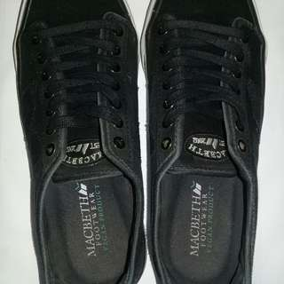 Macbeth James Black/Black/White size 7US