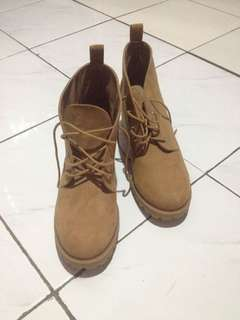 SUEDE BOOTS HNM