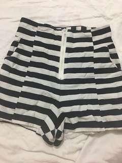 Trendy High Waisted Stripes Shorts ((MEDIUM))
