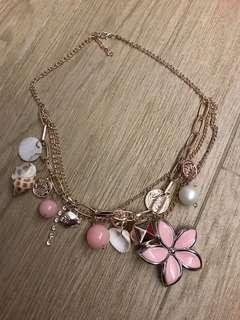 頸鏈一條(pink flower)