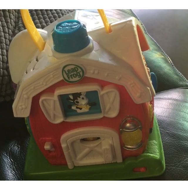 Leap Frog musical farm house, Babies & Kids, Toys on Carousell
