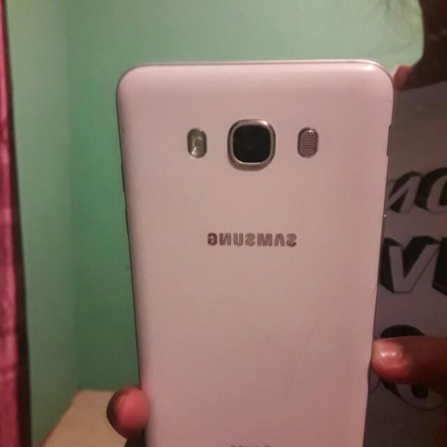 Samsung Galaxi J7 2016 Elektronik Telepon Seluler Di Carousell