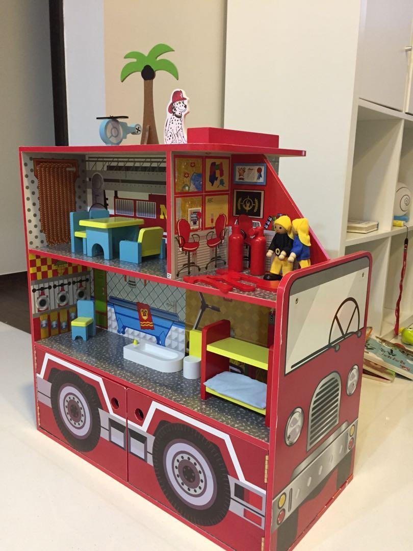 Wooden Fire Engine Station Toy Kids Children Playset Furniture