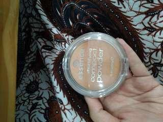 Essence Compact Matte / Mattifying Powder