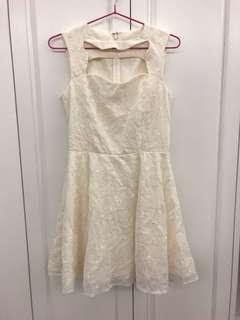 日牌白色綿質精緻刺繡內里背心連身裙 $25 順豐到付