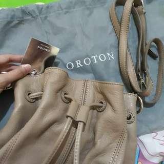 Sling bag serut oroton