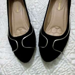 Authentic! Gibbi Black Shoes with Wedge