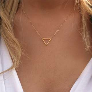 🎀 Inverted Triangle Pendant Necklace