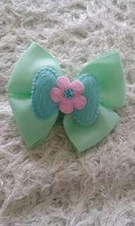 Baby bow hair clip