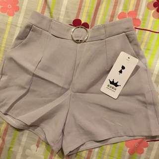 🚚 灰色釦環短褲