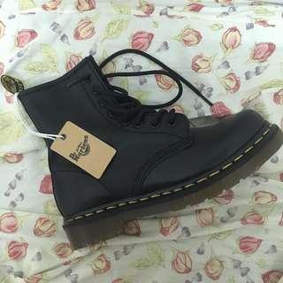 Dr. Martens 馬丁鞋 1460 八孔 經典中的經典 classic dr martens boots