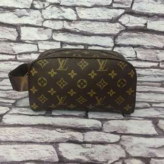 CLUTCH BAG LV.