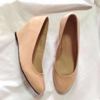 FREE SHIPPING! Parisian Nude Wedge (Size 7)