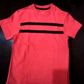 t-shirt red with black stripes