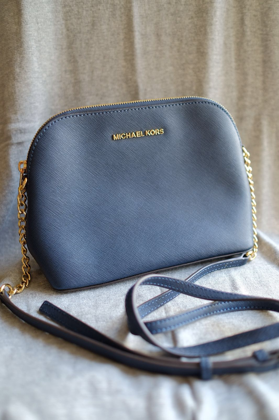eae194e5a4a9 100% Authentic 99% New Michael Kors Cindy Large Dome Crossbody Navy ...