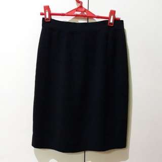 8 skirts (small) for 500