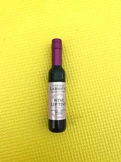 Lip gloss wine