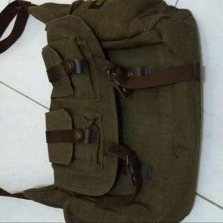 Tas Slempang Canvas Bloods