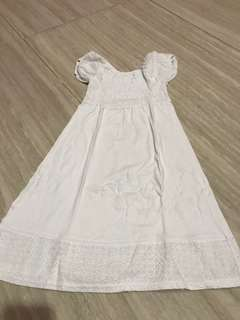 White dress karet