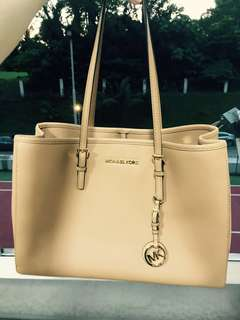 Authentic Michael Kors Jet Set Textured Leather Tote