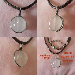 🏵Madagasca Rose quartz pendant(马粉晶吊坠) set in Silver plated copper wire wrap. Bead size 14mm. Include rope chain.