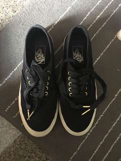 PRE LOVED AUTHENTIC CLASSIC BLACK VANS