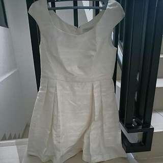 Dress Putih Dgn Motif Bunga-bunga
