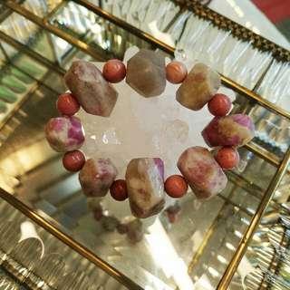 粉紅的西玫瑰石原石手串