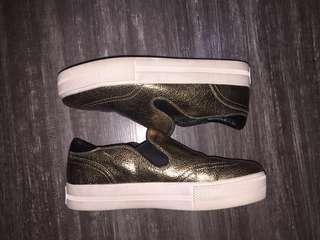 STRADIVARIOUS SLIP-ON SHOES (GOLD)
