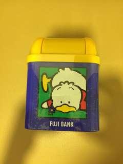 Sanrio Ahiru No Pekkle 鴨仔 1996 年 (富士銀行) 膠蓋鐵箱 (6 吋高) 全新未用過
