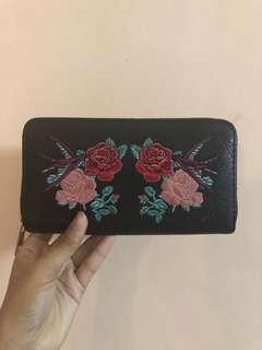 floral black wallet stradivarius