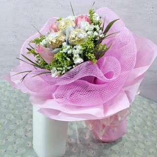 [FREE DELIVERY] 3 Peach Roses with 3 Ferrero Roche Hand-bouquet (014-PE)