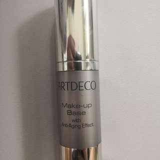 Art Deco Makeup Base