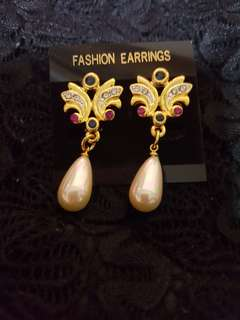 Vintage Retro Gems and Faux Pearls Earrings