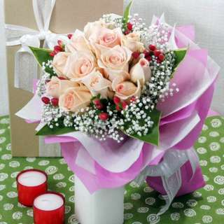 [FREE DELIVERY] 12 Champagne Roses with Cordyline Foliage Hand-bouquet (002-CM)