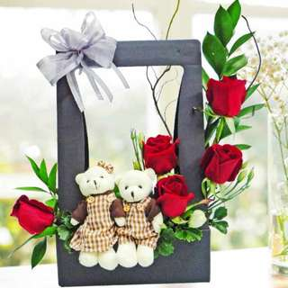 [FREE DELIVERY] 5 Red Roses with Mini-couple Bear in Hard Paper Container (023-BR)