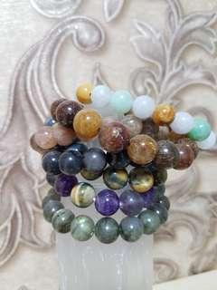 Various Bracelets & Salt Lamp 盐灯。水晶手镯