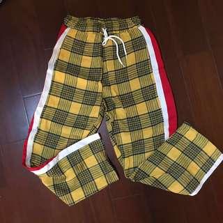 黃色格子刷紅白邊伸縮長褲