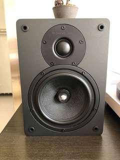 Cambridge audio amplifier Topaz AM10 with speaker