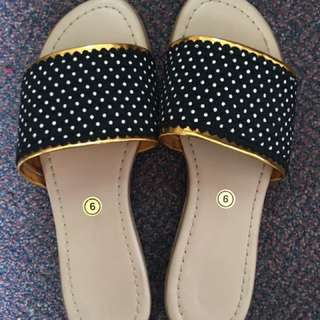 Liliw slippers