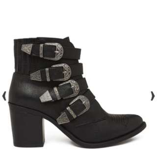 Neon Hart Black Boots With Buckles