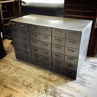 //ORI DECO 工業風老件// 美國 灰色 零件 小物 收納 鐵櫃 附隔板 超實用 一座價